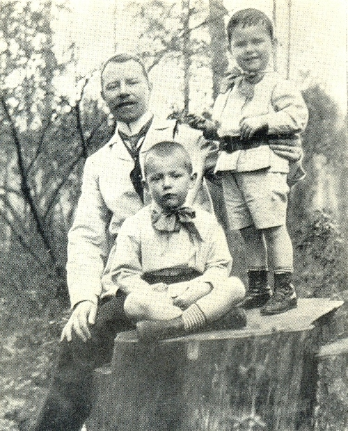 Georgy R. Knoblok with sons Vladimir and Boris