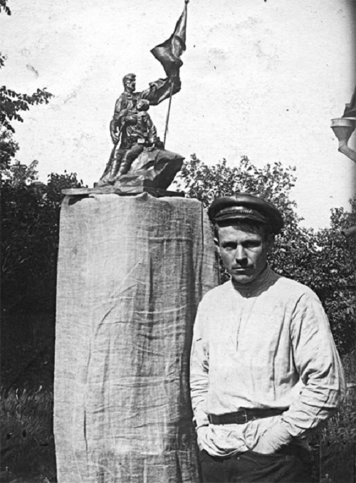 Soviet artist Arkady Plastov at made by him sketch of a monument to those who died in the Civil War