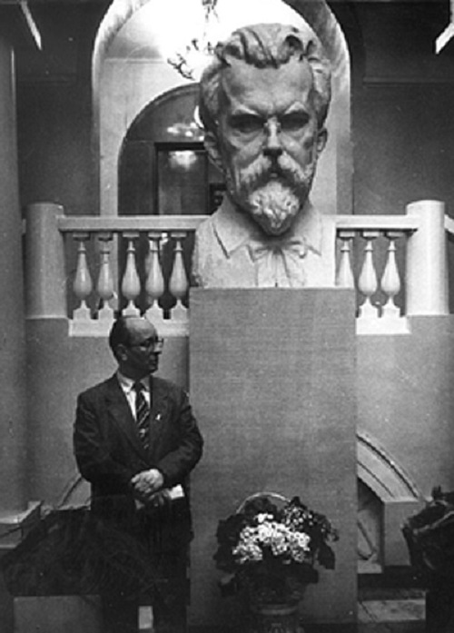 Bust of VI Vernadsky in Geological Museum, Moscow