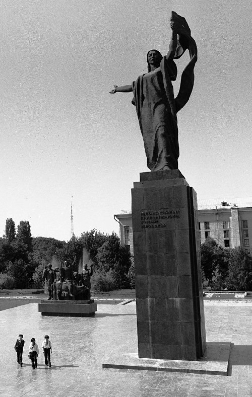 A monument to the heroes of the revolution. Bishkek 1978
