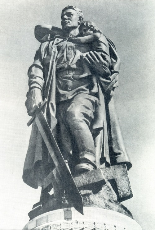EV Vuchetich (1908-1974) Warrior-liberator. The central figure of the monument to Soviet Army soldiers who fell in battle against fascism in Berlin. 1946-1949. Bronze