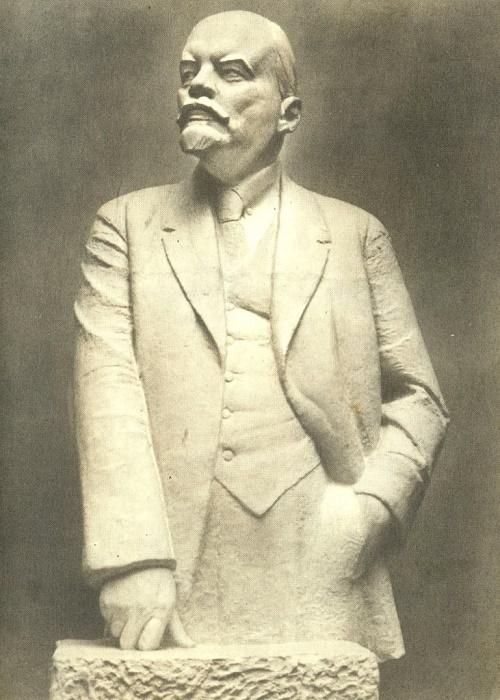 1932 sculpture of Leniniana by Soviet artist Nikolay Andreyev