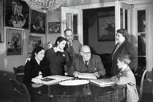 1954. Family portrait of Konchalovsky in the interior. Pyotr Konchalovsky (center). Photo by Mikhail Ozerskiy (RIA Novosti)