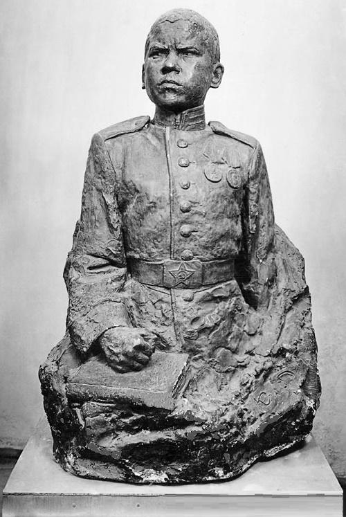 Aleksandr Kibalnikov. Portrait of Corporal V. Lisin. Gypsum. 1948