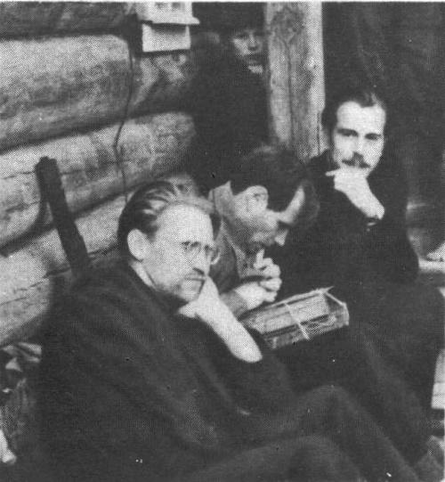In Vologda region. 1953. Photo. Left - Pyotr Ossovsky. Right - G. Korzhev