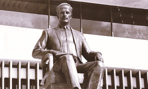 Soviet sculptor Oleg Komov. Monument H. Assad in Damascus on the square in front of the country's main library, 1984
