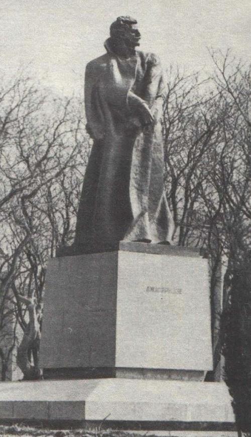 Omar Eldarov. Monument to Alexander Japaridze. Bronze, granite. Baku. 1977