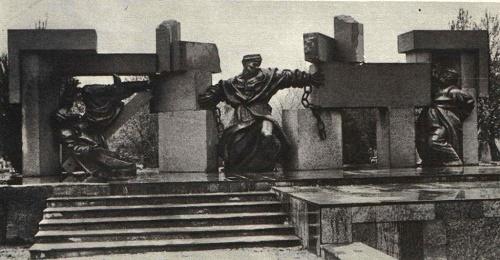 Omar Eldarov. Sculptural group Liberation. The memorial ensemble devoted to Sadriddin Aini in Dushanbe. Bronze, granite. 1978