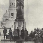 Sculptor Merkurov. Architect V. Shuko. A monument to Karl Marx. Granite. 1921. Ulyanovsk. Photo from the archives of GS Merkurov