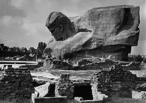 'Soldier' Sculpture. Concrete sculpture height of 3.5 meters, in 1970
