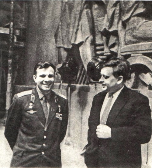 Yuri Gagarin and Soviet sculptor Andrey Faidysh. Photo of 1960s