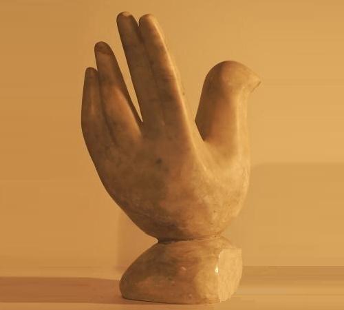 Hand-bird. Stone, 2003. Sculptor Vladimir Tishin