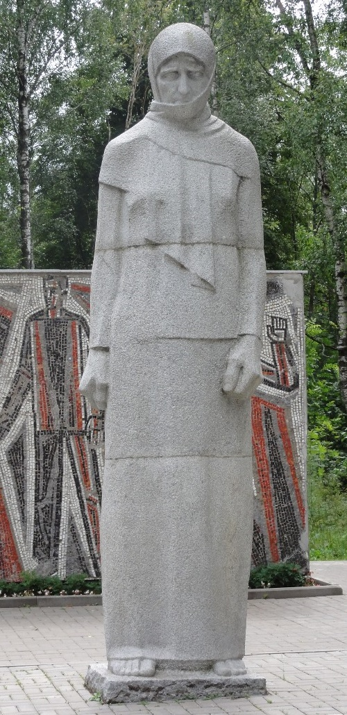Monument to a grieving mother in the park in Smolensk