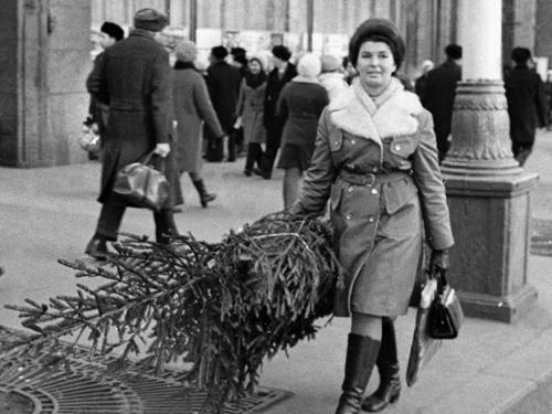 The usual picture, for example, were people carrying a Christmas tree, bought one-two weeks before the occasion