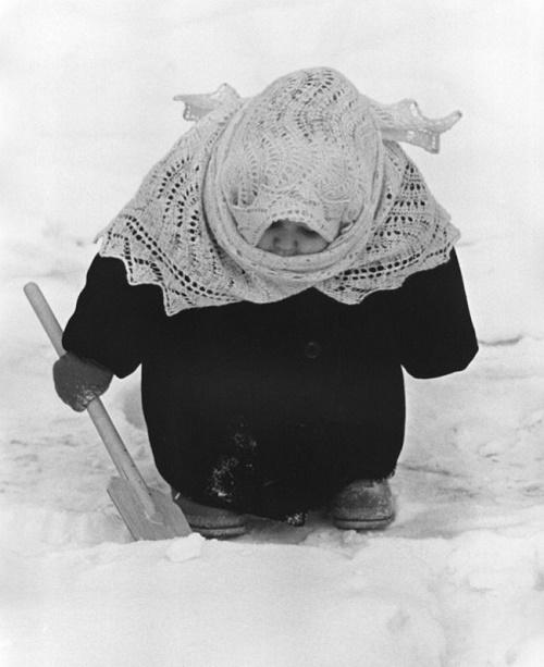 Babusya (old lady), 1961. Soviet photographer Vladimir Rufinovich Lagranzh