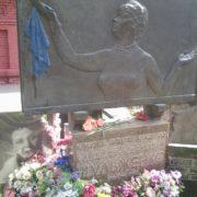 Blue Kerchief - on the grave of Soviet female singer Klavdiya Shulzhenko