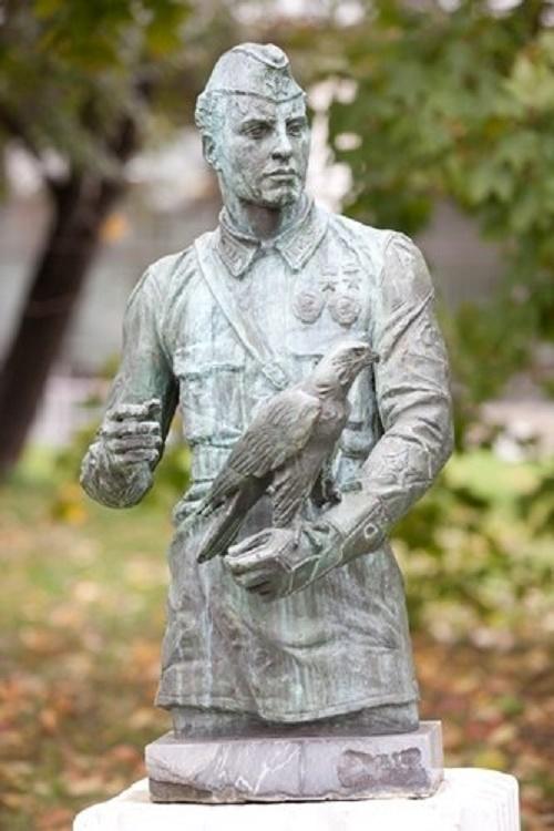 Bust of Stepan Suprun, 1982, bronze. Moscow, sculpture park Museon