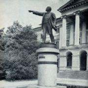 V. V. Kozlov. Monument to Lenin at Smolny building in Leningrad. Bronze, granite. 1927