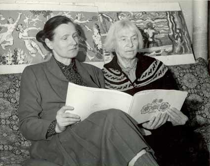 Ekaterina Zernova with her daughter. 1988