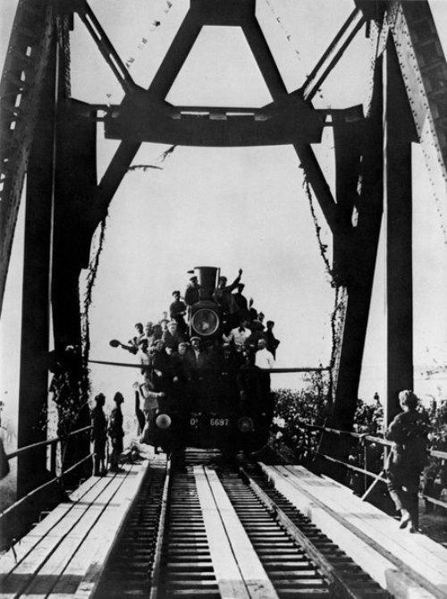 Building Turksib, 1929