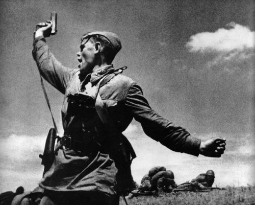 Famous photo of WWII by Soviet photographer Max Alpert 'Combat', July 1942