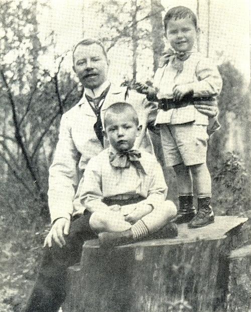 Georgy R. Knoblok with sons Vladimir and Boris