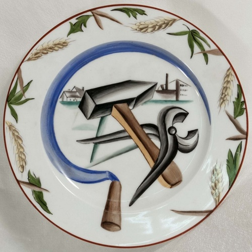 Plate with a sickle, hammer and tongs. Petrograd porcelain factory, 1920. Author Elizaveta Rozendorf