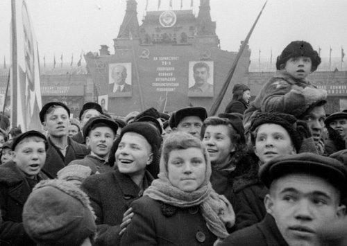 Soviet photographer Viktor Akhlomov