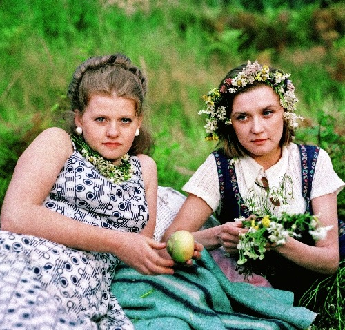 Vera Alentova and Irina Muravyova in the roles of Katerina and Lyudmila