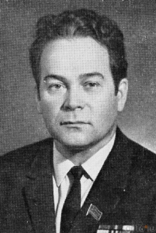 Soviet Tatar artist Haris Yakupov