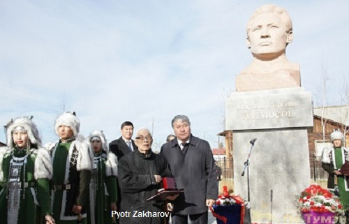 At the opening ceremony of the monument to Maxim Ammosov, bust by sculptor Pyotr Zakharov