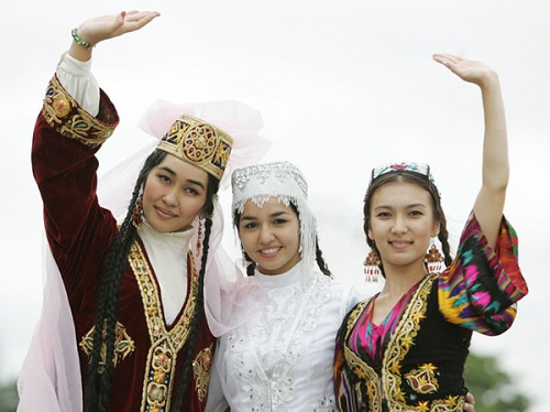 Uzbek women in national clothes