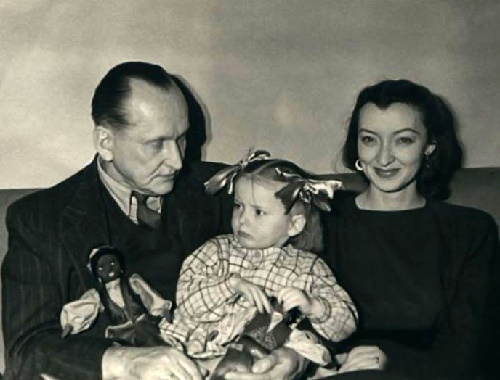 Alexander Vertinsky and Lidiya Vertinskaya with their daughter Marianna. 1940s