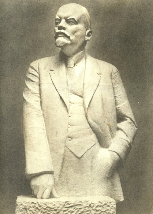 1932 sculpture of Leniniana by Soviet artist Nikolay Andreyev