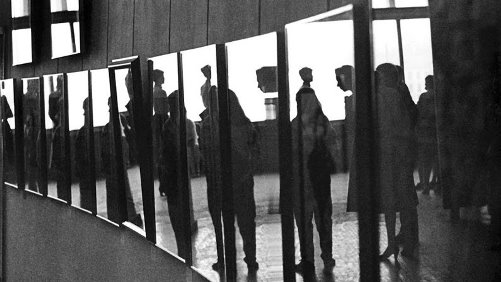 Soviet photographer Mikhail Dashevsky. At the exhibition. 1980s, Moscow