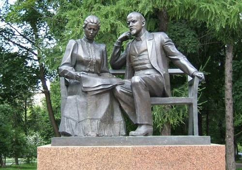 Monument to Lenin and Krupskaya in Moscow 1989