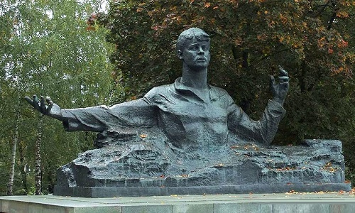 Monument to Sergei Yesenin in Ryazan. Bronze, granite, 1975. Soviet sculptor Aleksandr Kibalnikov (August 9, 1912 - September 5, 1987)