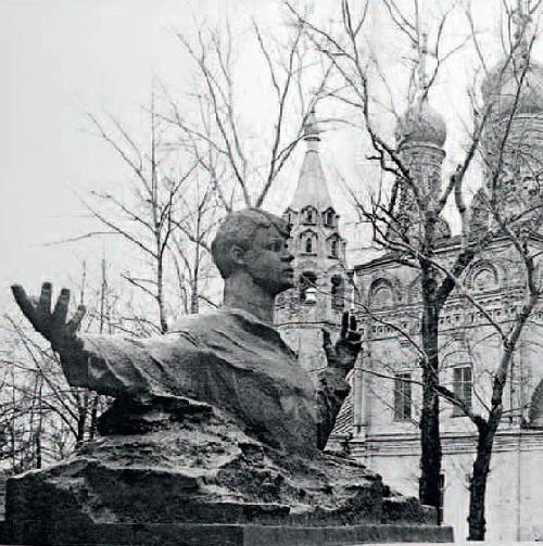 Monument to Sergei Yesenin in Ryazan. Bronze, granite, 1975. Soviet sculptor Aleksandr Kibalnikov