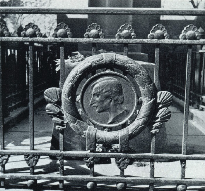 Fence of the grave of N. V. Gogol. Fragment. 1909. Bronze. Moscow, Novo-Maiden Cemetery