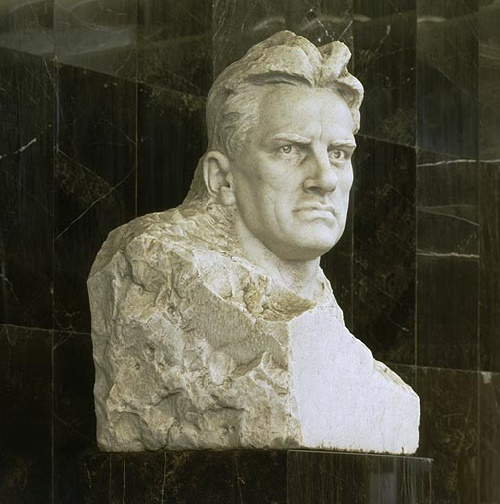 Vladimir Mayakovsky – a pedestal on the Mayakovskaya metro station. Marble, granite, 1965. Soviet sculptor Aleksandr Kibalnikov (August 9, 1912 – September 5, 1987)