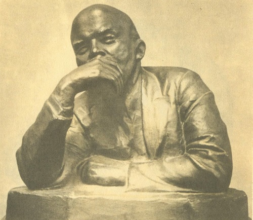 VI Lenin. The first half of the 1920s. Gypsum, covered with varnish. Leniniana by Soviet artist Nikolay Andreyev