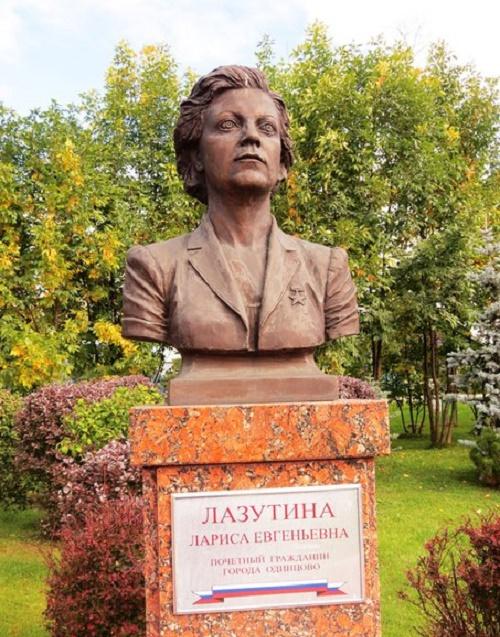 Larisa Lazutina. Odintsovo. Sculptor Andrei Balashov, 2007