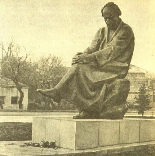 Soviet Armenian sculptor Nikolai Nikogosyan (born 1918). Monument to A. Isaakyan in Leninakan. 1975. Bronze, granite