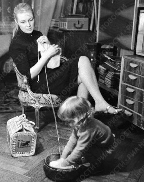 Vija Artmane with her daughter