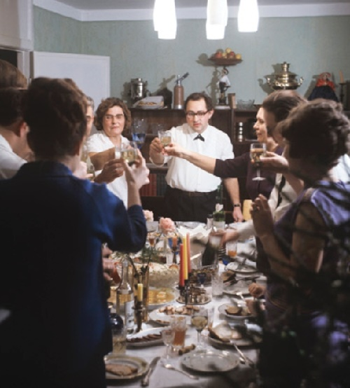 A rich festive table, lots of guests, too, was a Soviet New Year celebration tradition