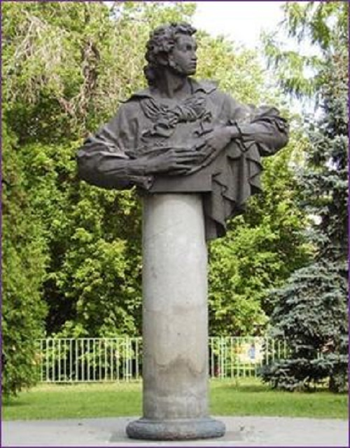 Monument to Pushkin. Sculptors L. Golovnitsky, E. Golovnitskaya, architect N. Semeikin