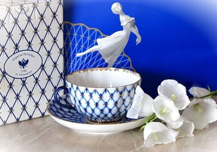 Leningrad porcelain, cobalt net as a trademark