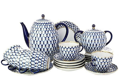 The most famous pattern of the Leningrad porcelain - Cobalt net
