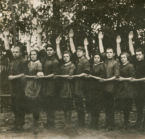 Agitation team of Blue Blouse theater. Spassk. 1927 historical and political documents of Central State Archive of the Republic of Tatarstan