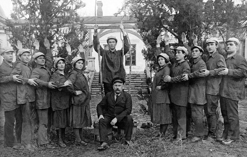 From the fund of Rybnitsa museum. Agitation team of Blue Blouse theater. 1920s
